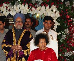 Indian Prime Minister Dr Manmohan Singh with Satya Sai Baba