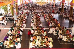 Hundreds of couples tie the knot in the presence of Satya Sai Baba