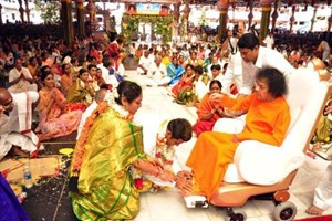 A newly wed couple seeks blessings