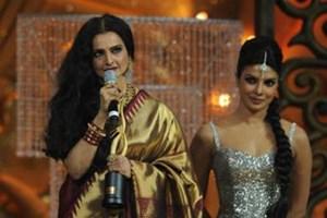 Priyanka Chopra pays tribute to Rekha at the IIFA Awards 2012