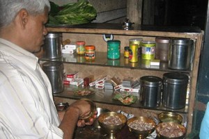 A street vendor preparing 'Paan'